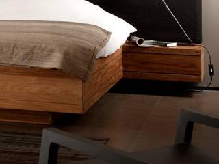 Modernes Teakholzbett in zeitlosem Design: modern  von Teakwoodstore24,Modern