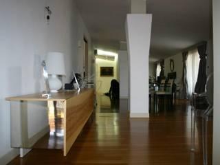 Appartamento: Soggiorno in stile  di architetto Claudio D'onofrio