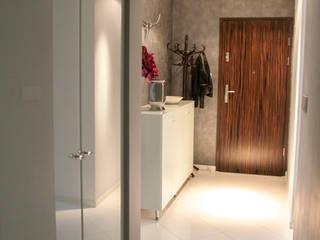 Pasillos y vestíbulos de estilo  de A&A Studio Wnętrz, Moderno