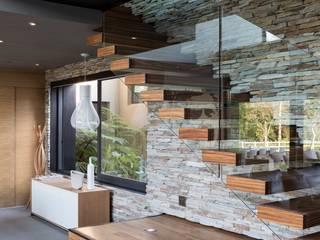 Salones de estilo  de Nico Van Der Meulen Architects , Moderno