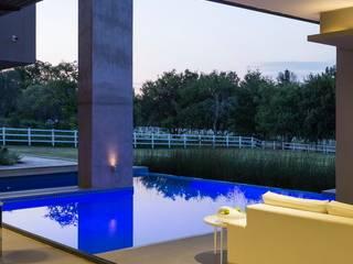 Piscinas  por Nico Van Der Meulen Architects