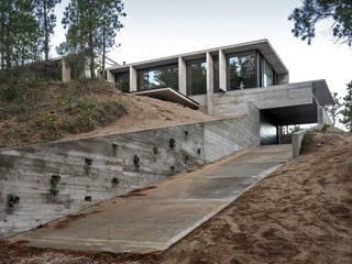 WEIN HOUSE Modern home by Besonías Almeida arquitectos Modern