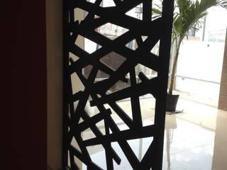 Divisor de habitaciones:  de estilo  por Uku Celosias