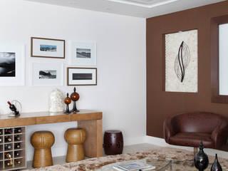 Apartamento na Barra da Tijuca: Salas de estar  por Ana Adriano Design de Interiores