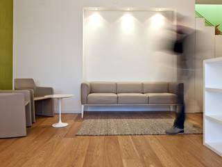 ATTICO T: Soggiorno in stile  di Di Dato & Meninno Architetti Associati