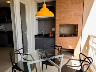 Apartamento Tamboré Varandas, alpendres e terraços tropicais por Le Haus - Arquitetura +Design Tropical