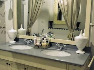 Realizzazioni: Bagno in stile  di ERIKA CHIARI - DECORAZIONI D'INTERNI