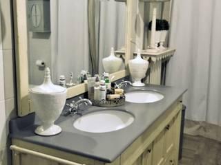 Realizzazioni: Bagno in stile in stile classico di ERIKA CHIARI - DECORAZIONI D'INTERNI