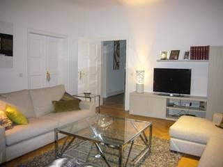 SALÓN: Salones de estilo clásico de Judith interiors