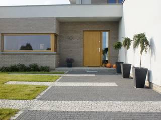Dom jednorodzinny: styl nowoczesne, w kategorii Domy zaprojektowany przez Sasiak - Sobusiak Pracownia Projektowa