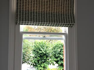 Private Residence - Dulwhich Made to Measure Roman Blinds di WAFFLE Design Moderno