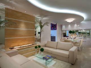 Apartamento Jatobá: Salas de estar  por Designer de Interiores e Paisagista Iara Kílaris