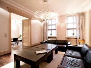 Classic style dining room by Anna Buczny PROJEKTOWANIE WNĘTRZ Classic