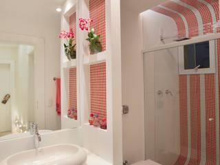 Nowoczesna łazienka od Designer de Interiores e Paisagista Iara Kílaris Nowoczesny