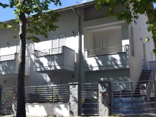 Aggetti facciata:  in stile  di Studio Tecnico Architettura Bazzocchi