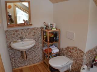 Gäste WC: landhausstil Badezimmer von SI-Massivhaus