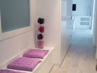 Proyecto de reforma integral Carmen Fernandez Interiorismo y Eventos Pasillos, vestíbulos y escaleras de estilo moderno