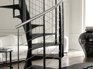 E20 gradino acciaio, ringhiera R4: Soggiorno in stile in stile Moderno di Area Scale
