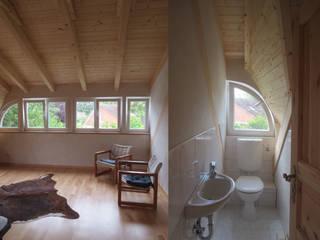 Blick in die Gaube Skandinavische Badezimmer von Andreßen Architekten Skandinavisch