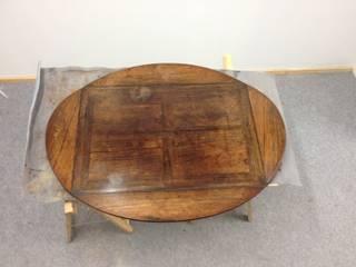 Restauration d'une table d'appoint en Palissandre des Indes:  de style  par Atelier Florian Leroy