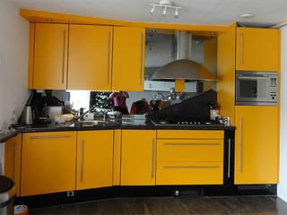 Keukenkastjes verven in onze keukenspuiterij | voor het spuiten:   door Eurobord Keukenspuiterij en Meubelspuiterij