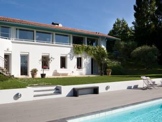 Maison inversée: Maisons de style  par agence d'architecture [Là]