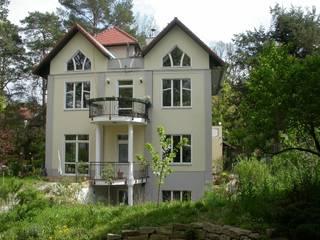 Gartenseite zum Wannsee:  Häuser von Architekturbüro Reinhard Paul Groszmann