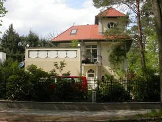 Straßenseite:  Häuser von Architekturbüro Reinhard Paul Groszmann