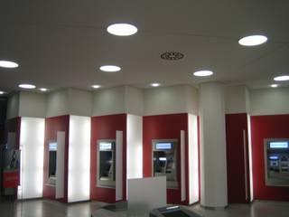 Edifícios comerciais modernos por Ingenieurbüro Putschli Moderno