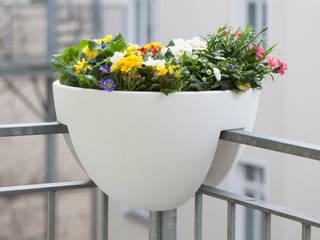 Eckling: Der Pflanzbehälter für den Eckbalkon:  Balkon, Veranda & Terrasse von rephormhaus