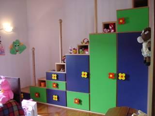 Armadio/scala camera bambini:  in stile  di studio Brandini