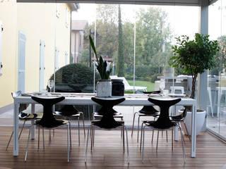 Un convivio moderno:  in stile  di Odue Modena - Concept Store