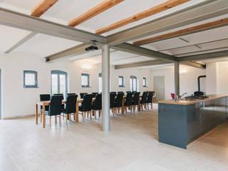 Ferienscheune-Barnimer-Feldmark:  Küche von Zerr Hapke Architekten BDA