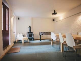 Ferienremise-Berlin:  Wohnzimmer von Zerr Hapke Architekten BDA