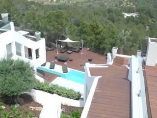 Balkon, Beranda & Teras Minimalis Oleh Ivan Torres Architects Minimalis