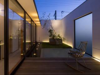 テラス: アトリエ・ブリコラージュ一級建築士事務所が手掛けた庭です。,モダン