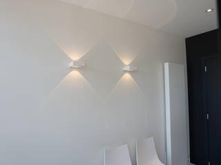 PROXILIFE / Ieper / Architect: Bertrand Corne Espaces de bureaux modernes par MONAVISA bvba Moderne