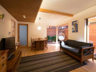 嵯峨の家Ⅰ 和風デザインの リビング の アトリエ・ブリコラージュ一級建築士事務所 和風