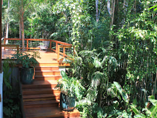 Tropical style garden by Mera Arquitetura Paisagistica Tropical