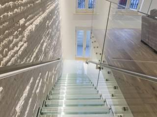 The White House reForm Architects Minimalist corridor, hallway & stairs