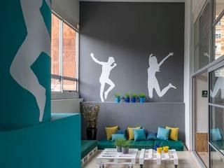Hares Select Salones modernos de MARIANGEL COGHLAN Moderno