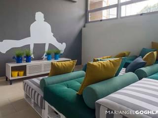 Estar familiar Salas modernas de MARIANGEL COGHLAN Moderno