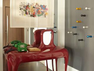 現代風玄關、走廊與階梯 根據 Lovisaro Arquitetura e Design 現代風