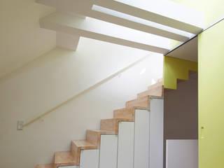 Dachstudio Hamburg Moderner Flur, Diele & Treppenhaus von DODK Architekten BDA Modern