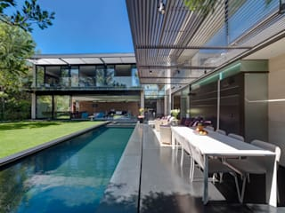 Casa Dalias: Albercas de estilo  por grupoarquitectura