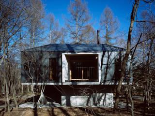 Case in stile minimalista di 森吉直剛アトリエ/MORIYOSHI NAOTAKE ATELIER ARCHITECTS Minimalista