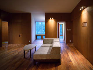 K-VILLA / 北軽井沢の別荘: 森吉直剛アトリエ/MORIYOSHI NAOTAKE ATELIER ARCHITECTSが手掛けたリビングです。,モダン