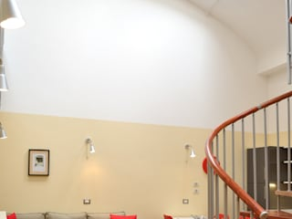 Ruang Keluarga Modern Oleh Valtorta srl Modern