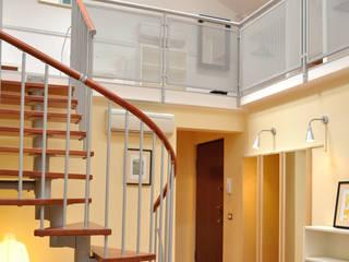Modern Corridor, Hallway and Staircase by Valtorta srl Modern