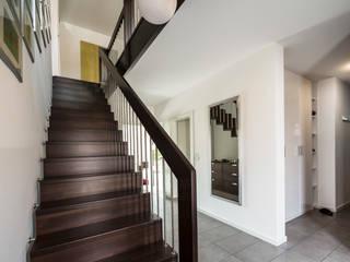 Bertram Bölkow Fotodesign Pasillos, vestíbulos y escaleras de estilo moderno